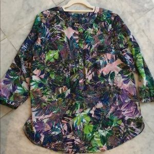 NYDJ PRINTED BLOUSE.